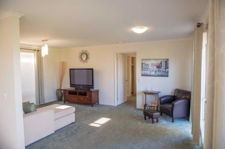 granny flat lounge rooms